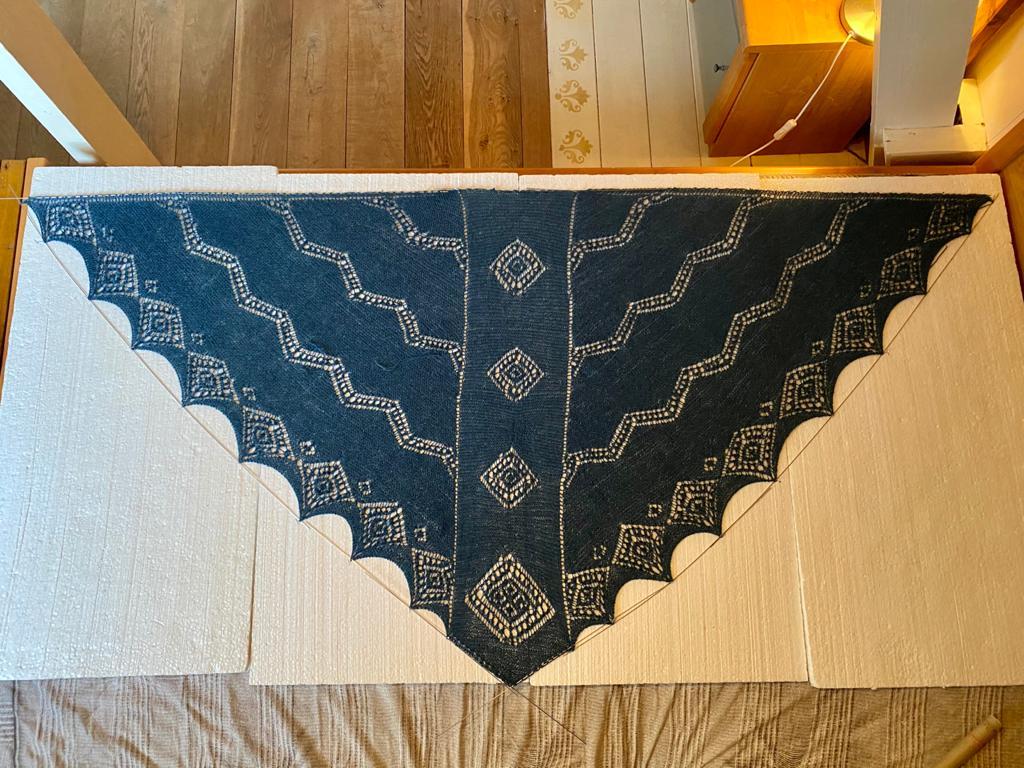 Ontwerp: Hjemme van a passion for lace- Monique Boonstra Garen: Isager Alpaca 2, 50gr/-250 Foto en gebreid door Alda van Bentum.